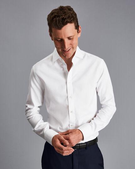 Bügelfreies Twill-Hemd mit Extrem-Haifischkragen - Weiß