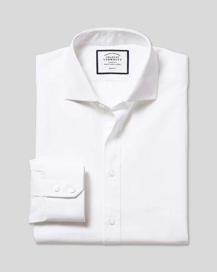 Slim Fit Hemd aus ägyptischer Baumwolle und Popeline mit Haifischkragen in Weiß