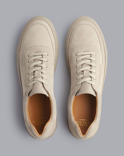 Sneakers aus Wildleder - Graubraun