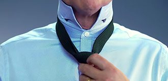 How to tie a four-in-hand knot step 4